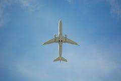 Дно двигателя авиалайнера в полете Стоковые Фотографии RF