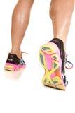 Дно прогулки женщины отсутствующее ног ботинка стоковое фото rf