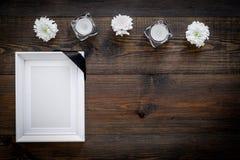 добавляющ черную смерть трупа принципиальной схемы картона ноги справляются бирка веревочки изображения зерна нося белое деревянн стоковые фотографии rf