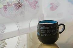 Доброе утро с capuccino стоковое изображение