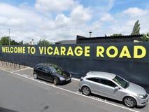Добро пожаловать к знаку стадиона дороги викариата, дороге занятия, Уотфорду стоковая фотография