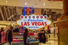Добро пожаловать к фантастическому знаку Лас-Вегас Невады внутри казино стоковые изображения rf