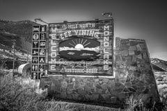 Добро пожаловать к Mono озеру подписывает внутри сьерра-неваду - ЕПИСКОП, США - 29-ОЕ МАРТА 2019 стоковые изображения