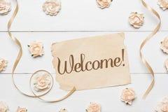 Добро пожаловать! Винтажный бумажный лист и розы Стоковое фото RF