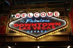 Добро пожаловать к фантастичному городскому знаку Лас-Вегас на улице Fremont Стоковая Фотография RF