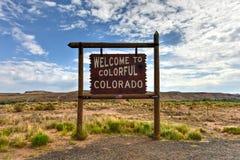 Добро пожаловать к цветастому знаку Колорадо стоковое изображение rf
