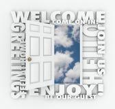 Добро пожаловать слова приглашения гостя вежливого обслуживания открыть двери здравствуйте! Стоковое Изображение RF