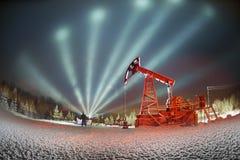 Добыча нефти в зиме на держателе Synechka Стоковая Фотография