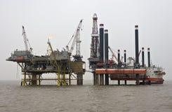 добыча нефти установки оффшорная Стоковая Фотография