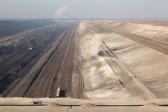 Добыча угля открытого карьера около Котбуса, Бранденбурга, Германии Стоковые Изображения