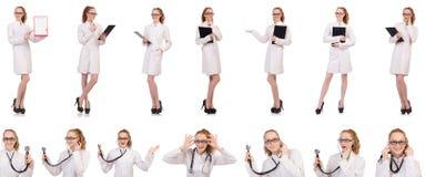 Довольно женский доктор держа дневник изолированный на белизне стоковые изображения rf