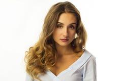 Довольно молодая бизнес-леди над белой предпосылкой Стоковое Изображение