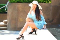 Довольно азиатская девушка стоковые фотографии rf