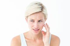 Довольно белокурый с болью зуба Стоковые Изображения