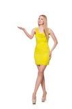 Довольно высокорослое платье желтого цвета женщины вкратце Стоковая Фотография
