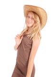 Довольно 13 годовалых девушки нося большую неповоротливую солому греют на солнце шляпа Стоковые Изображения RF