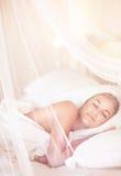 Довольно женский спать стоковые изображения rf