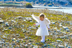 Довольно меньшая девушка ангела пришла от рая Стоковое Изображение
