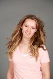 Довольно предназначенный для подростков усмехаться девушки Стоковое Фото