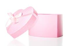Довольно розовая подарочная коробка формы сердца Стоковые Изображения RF