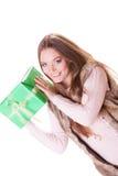 Довольно счастливая женщина с подарком коробки День рождения Стоковое Изображение