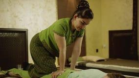 Довольно тайский masseur сток-видео