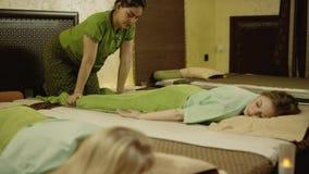 Довольно тайский masseur видеоматериал