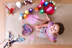 Довольно творческий художник маленькой девочки Стоковое Изображение RF