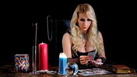 Догадки ведьмы на карточках акции видеоматериалы