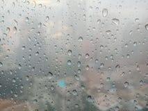 Дождевые капли на окне стоковые фотографии rf