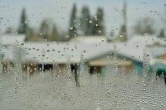 Дождевые капли на специализированной части окна стоковые изображения rf