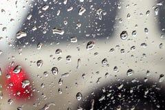 Дождевые капли с отражением автомобиля Стоковые Фотографии RF