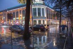 Дождь на улице города до конца Дождливые дни, выравниваясь Стоковые Изображения RF