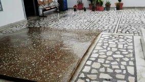 Дождь падая в сезон дождей акции видеоматериалы