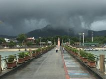 Дождевое облако над chalong стоковое изображение rf