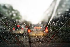 Дождевые капли на стекле лобового стекла Стоковая Фотография RF