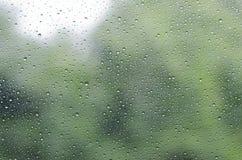 Дождевые капли на стеклянной предпосылке Стоковое Фото