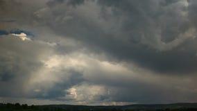 Дождевые облако двигая быстро, промежуток времени акции видеоматериалы