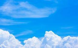 Дождевые облако формируют хорошую погоду Небо пусто стоковые фото