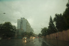 Дождь и улица города Стоковые Изображения