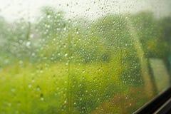 Дождь на окне поезда Стоковая Фотография