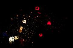 Дождь супер высокого разрешения абстрактный накаляя падает запачканная предпосылка в темноте Стоковая Фотография RF