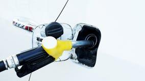 Дозаправляя автомобиль с концом вверх для сохраняя концепции энергии стоковое фото rf