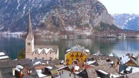 Дозор Halstatt от наклона горы, Salzkammergut, Австрия акции видеоматериалы