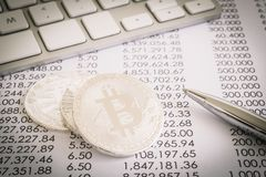 Доказательство работы в Bitcoin, децентрализованной сделки сети стоковая фотография rf