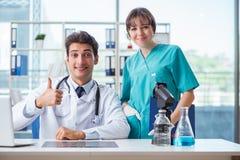 2 доктора в больнице Стоковые Изображения