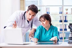 2 доктора в больнице Стоковая Фотография RF