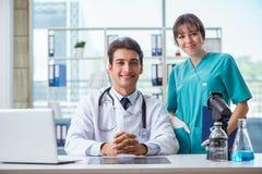 2 доктора в больнице Стоковая Фотография