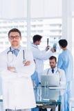 Доктора на работе в медицинском офисе Стоковое Изображение
