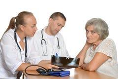 Доктора на таблице Стоковое Изображение